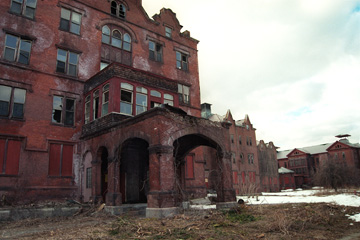 Photograph of the ruined portico at Northampton State Hospital